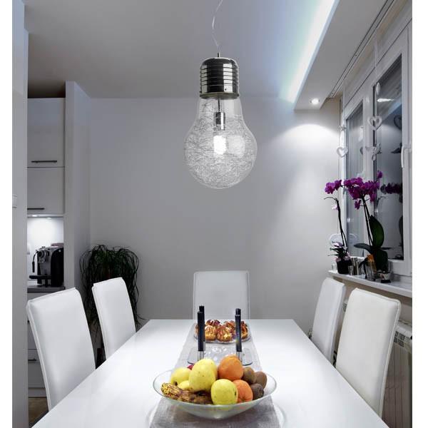 Decoración creativa con la lampara de techo bombilla, estilo moderno