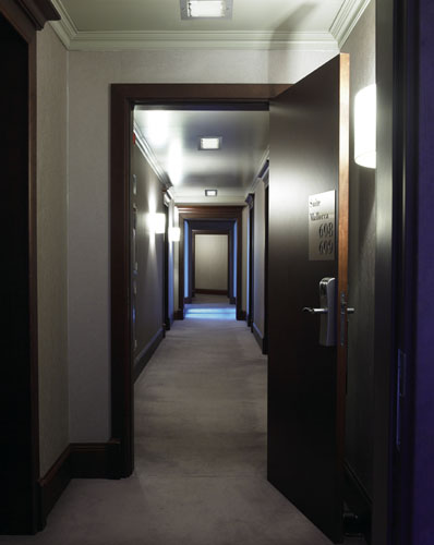 Iluminaci n de hoteles sistemas pr cticos y elegantes - Iluminacion de pasillos ...