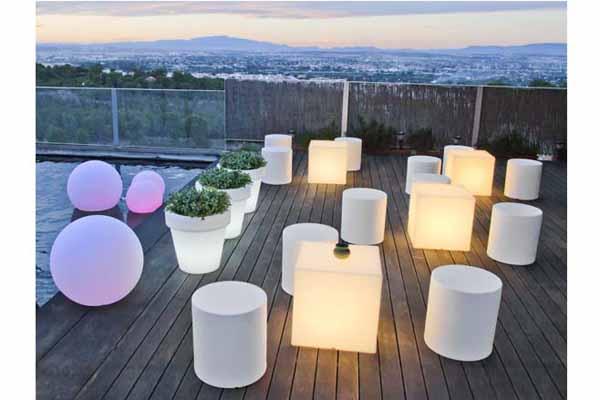 Muebles con luz para exterior perfectos para jardines y for Iluminacion terraza