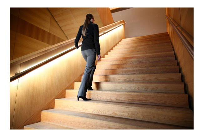 Decoled sistema pasamanos con iluminacion led para escaleras Comenza