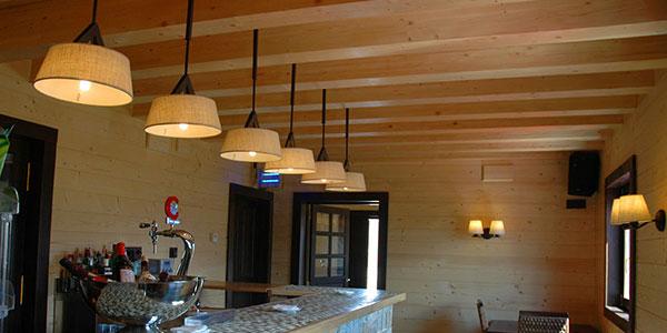 La iluminaci n interior en un entorno nico piedrafita lodge - Iluminacion rustica interior ...