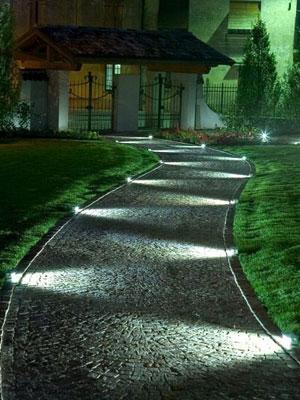 Consejos de iluminaci n exterior de chalets c mo iluminar - Suelos para jardines exteriores ...