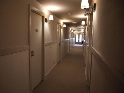 Iluminaci n en hoteles funcionalidad e imagen - Lamparas de pasillo ...