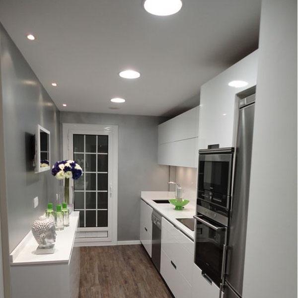 Cual es el tipo de iluminaci n perfecta para tu hogar for Cocina larga y angosta