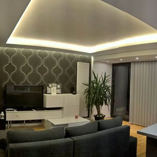 Iluminacion salon comedor salon y cocina americana con iluminacin de luz led indirecta nrdico - Iluminacion salon led ...
