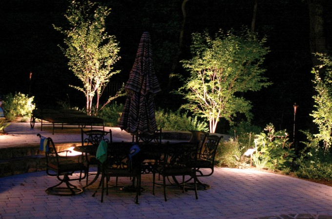 Ideas para iluminaci n exterior aprovecha tu jard n y for Iluminacion exterior para arboles