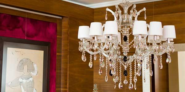lámparas-de-araña-de cristal-en-salón