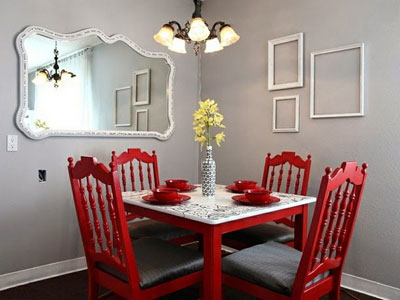 lámpara-clasica-modernas-sillasrojas