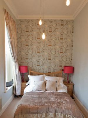 dormitorio-pequeño-lamparas