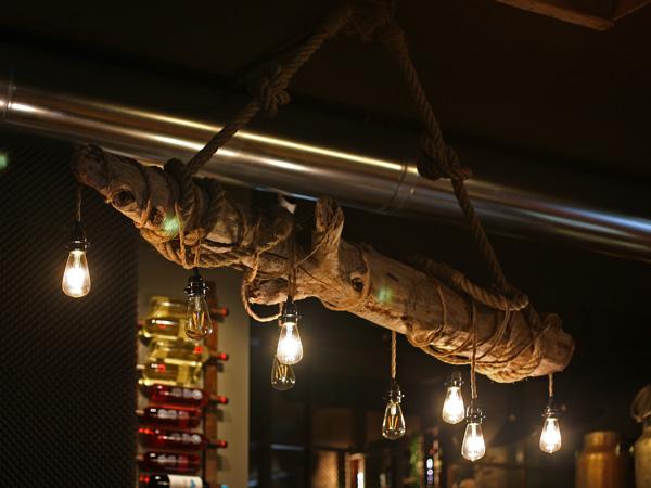 lampara-tronco-madera-cuerda