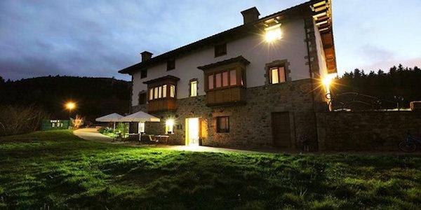 casa rural iluminación exterior