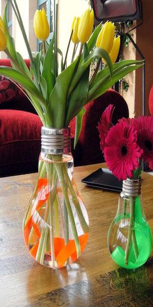 jarrones con bombillas recicladas