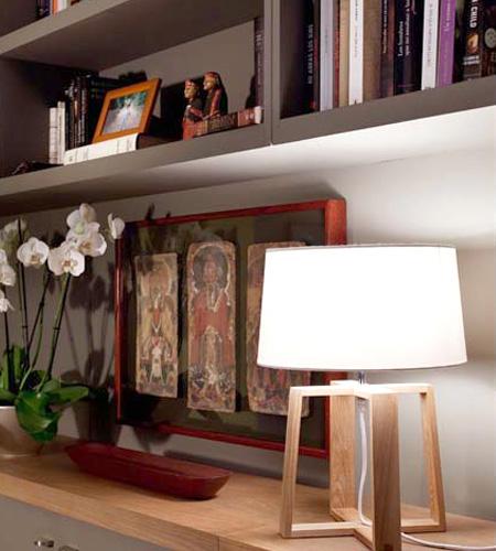 Lámparas de sobremesa de madera con pantalla de tela blanca